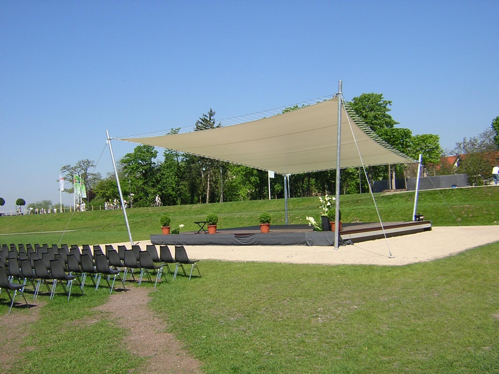 Sonnensegel nach Maß von Planex Technik in Textil GmbH für eine Freilichtbühne