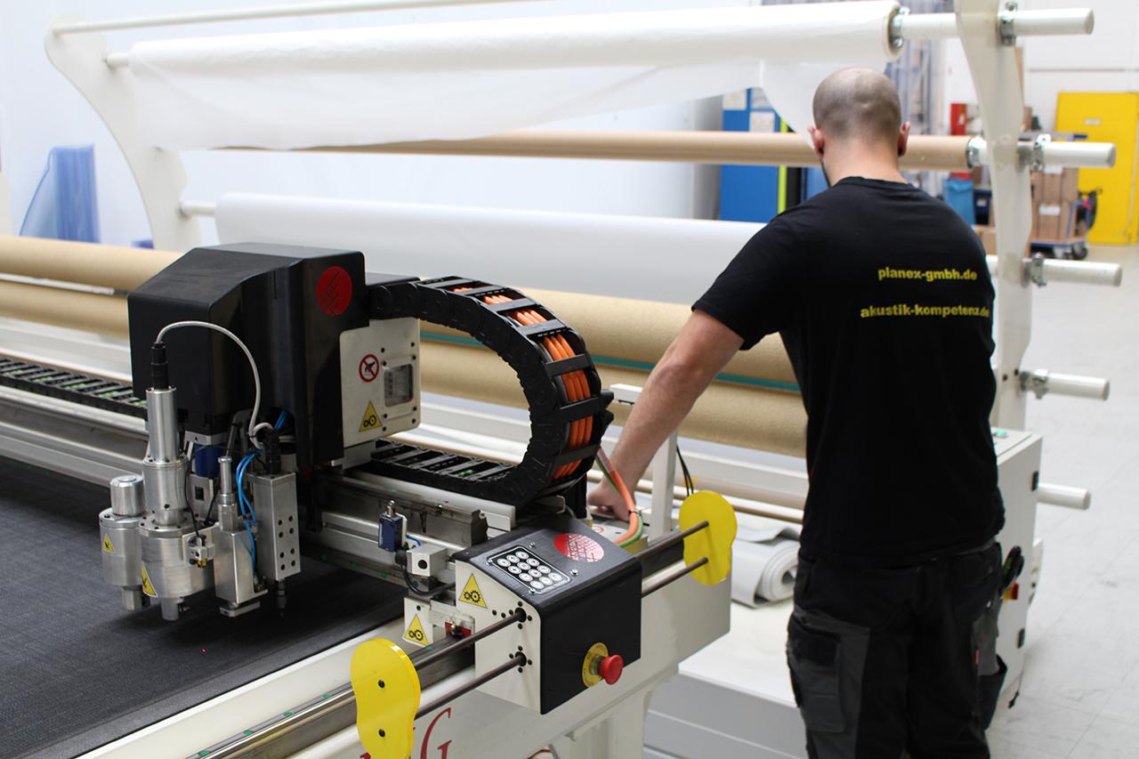 CNC-Cutter und Nähanlage