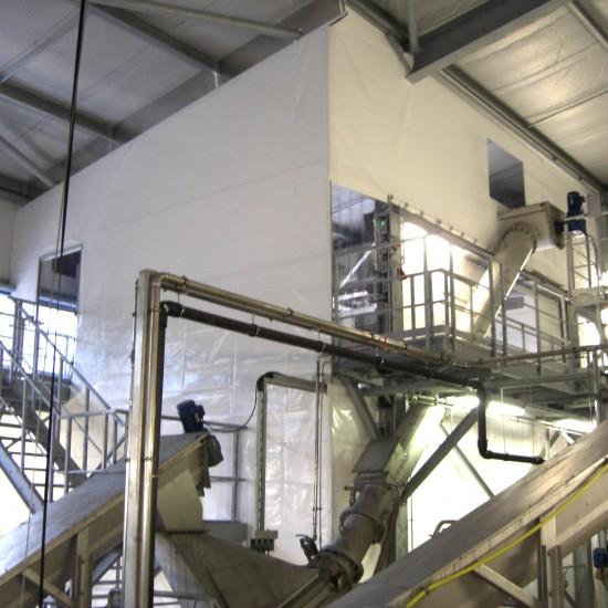 Hallenabtrennung als Staubschutz von Planex Technik in Textil GmbH