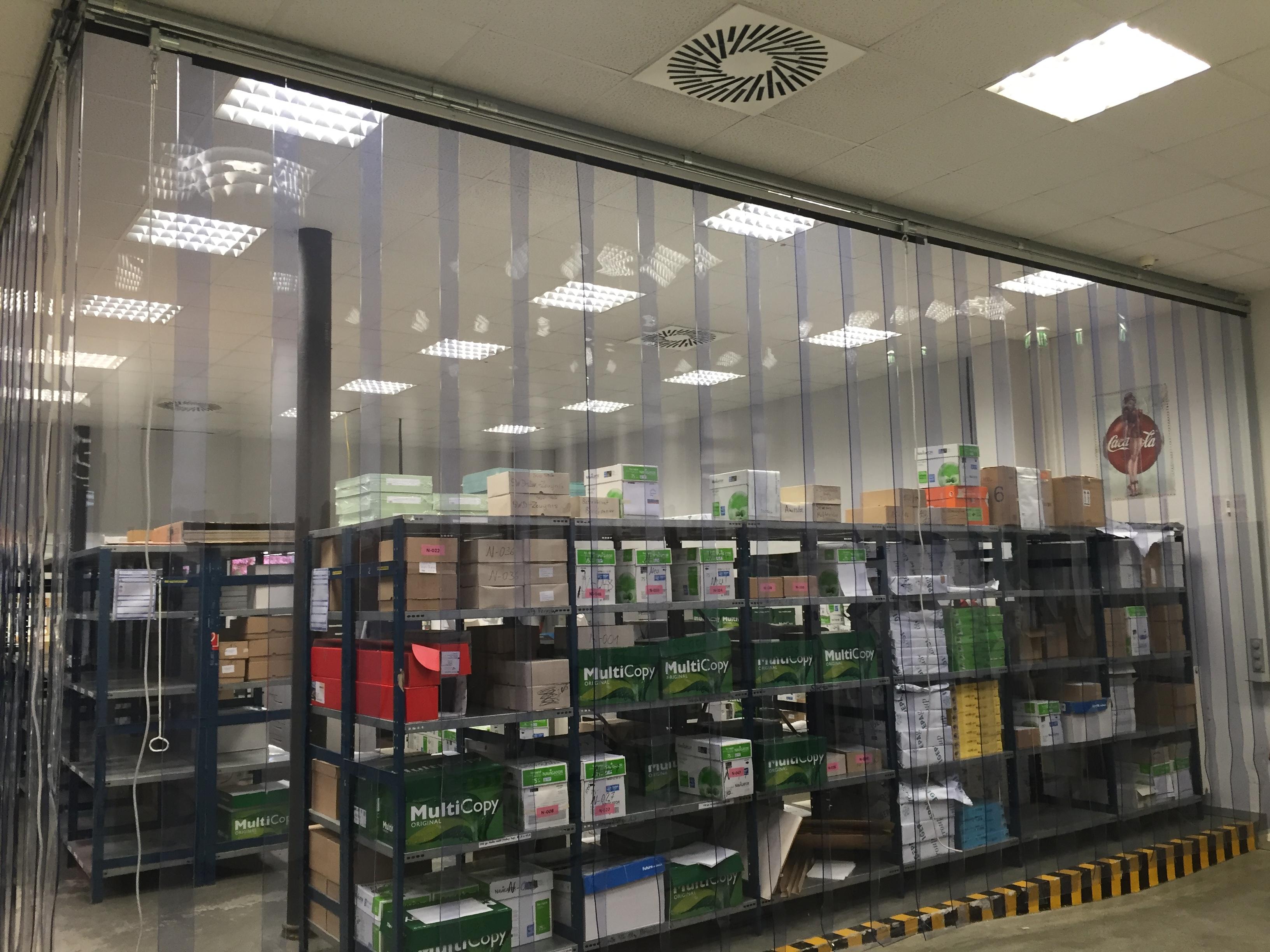 Hallenabtrennungen und Streifenvorhänge von Planex GmbH