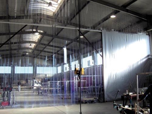 Streifenvorhang kombiniert mit Hallentrennung