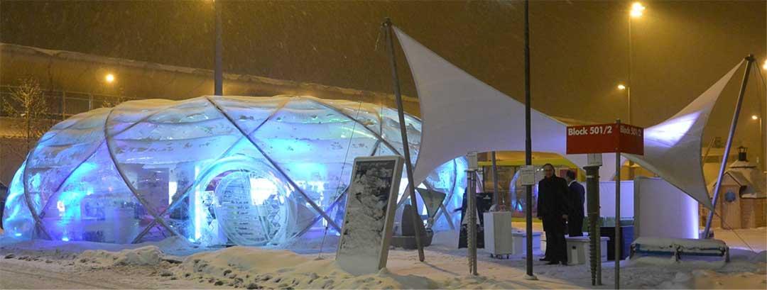 Hier sehen Sie ein Beispiel für den Membranbau zum Schnee- und Eisschutz vor großen Lagerhallen, Einkaufszentren, auf Skievents oder an Wintersport-Orten.