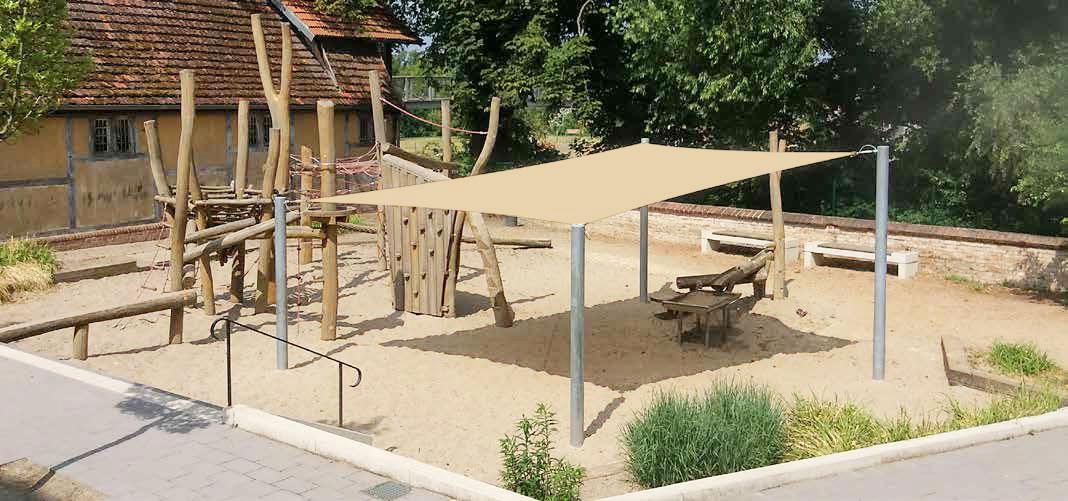 Sonnensegel nach Maß zum Sonnenschutz für Kinder und Eltern auf Spielplätzen