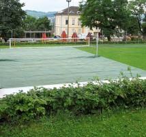 Schutzplanen (Blachen) und Schutzhauben nach Maß für Beachvolleyball-Felder an Sportanlagen.