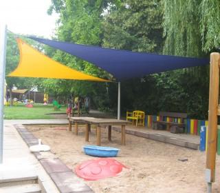 Planex spendet Sonnensegel an Kindertagesstätte