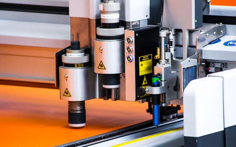 Schutzplanen und Schutzhauben (Blachen) nach Maß für Maschinen, Technik und Waren von Planex.