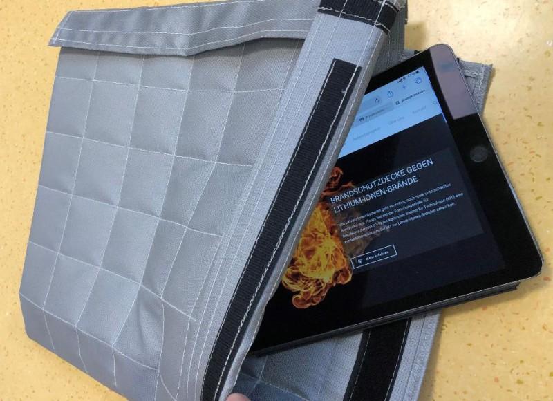 Schutzdecke bei einem Lithium-Ionen-Akkubrand für Smartphones und Tablets