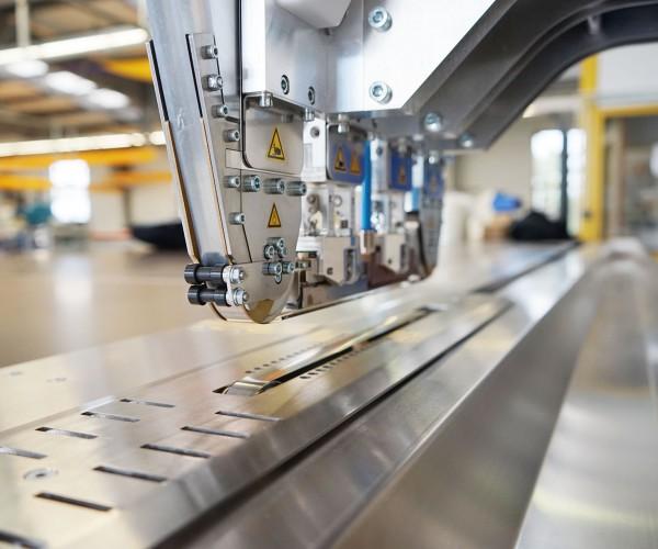 Maschinenpark von Planex mit Silikon-Schweissmaschine, CNC-Cutter, Hochfrequenz-Verschweißung, Schaumstoffsäge, Ultraschall-Verschweißung uvm.