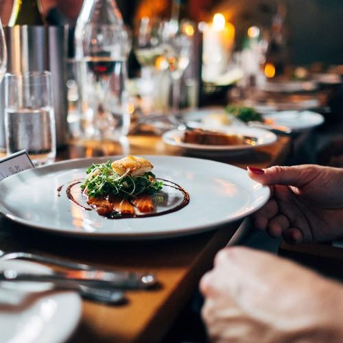 Symbolbild für einen schönen Restaurantbesuch während der Corona-Pandemie