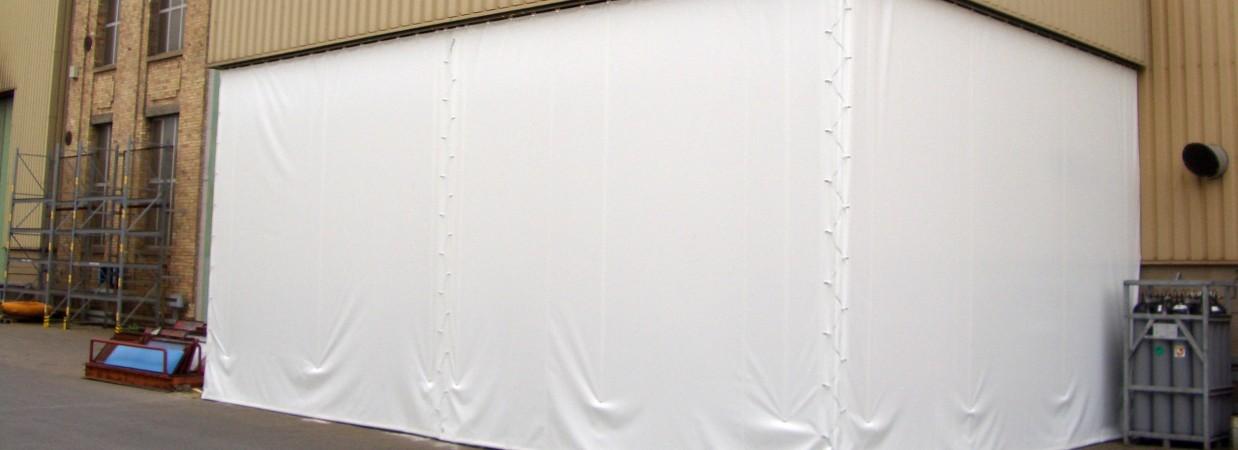 Neue Hallenabtrennung errichtet